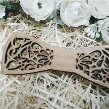 Бабочка деревянная
